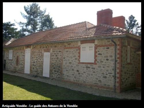 Rénovation complète et agrandissement habillage briques et pierres joints à la chaux Bois de la Chaize (Noirmoutier)